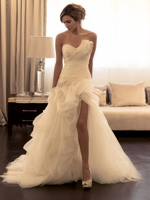 Ball Gown Organza Beading Sweetheart Sleeveless Sweep/Brush Train Wedding Dresses