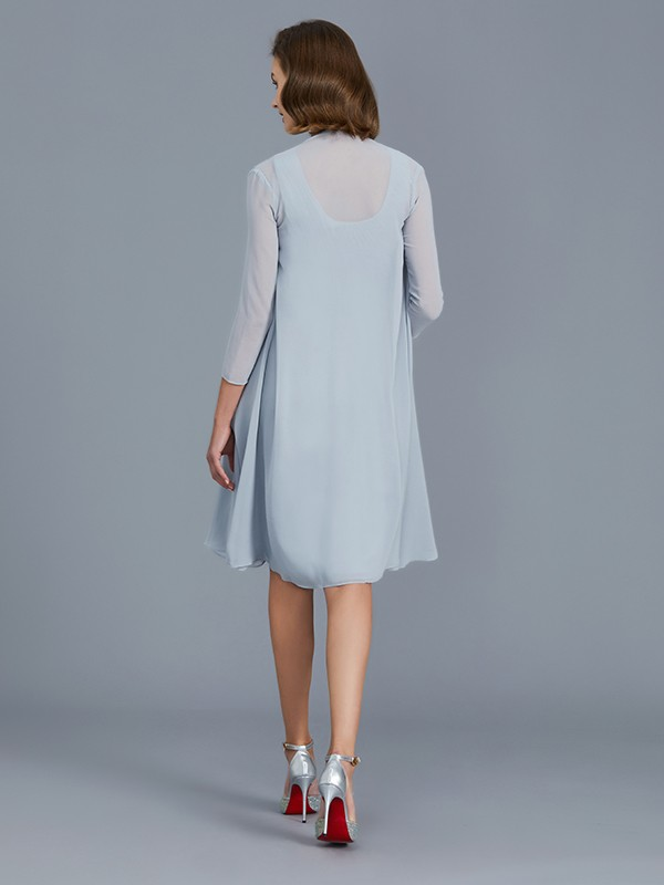 A-Line Scoop Chiffon Knee-Length Sleeveless Mother of the Bride Dress